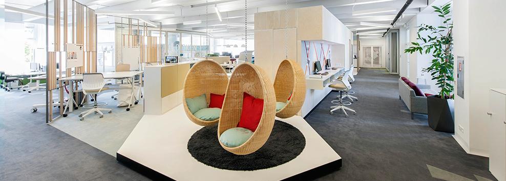 [:ru]Объединяющее </br>рабочее пространство<a href='/office-space/workspace/combining-working-space/' class='button'>узнайте больше</a> [:en]The Interconnected</br>Workplace<a href='/en/office-space/workspace/combining-working-space/' class='button'>learnmore</a>